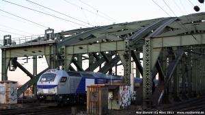 HGK-Diesellok vom Typ Vossloh EURO 4000 auf der Kölner Hohenzollernbrücke
